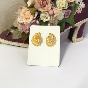 Vintage Gold tone Shell Earrings, Costume Jewelry